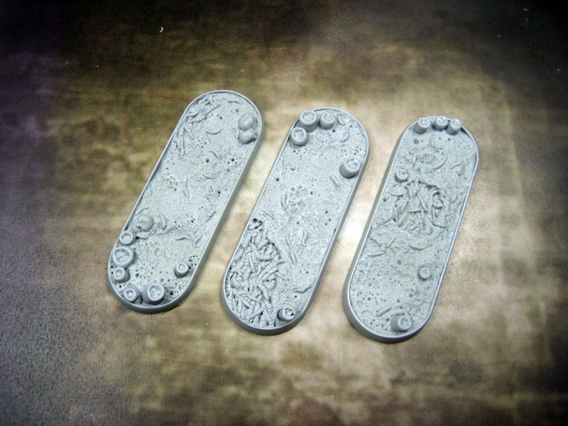 Beveled Bases: Creeping Infection 25x70mm
