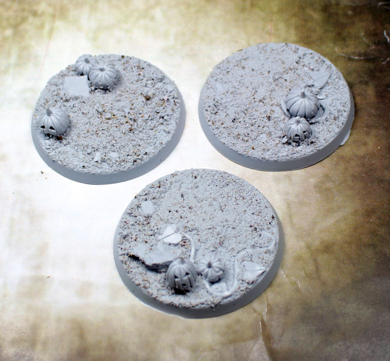 "Beveled Edge Bases: 50mm ""Field of Screams"""